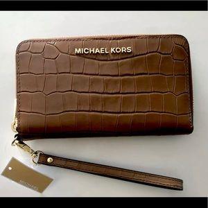 🌷 Michael Kors Brown Cell Phone Wristlet Wallet